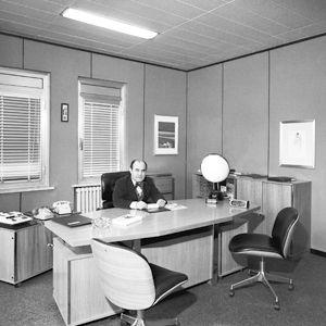 O engenheiro no seu gabinete de Segrate nos anos 70